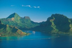 honeymoon-ideas-Tahiti-Cooks-Bay